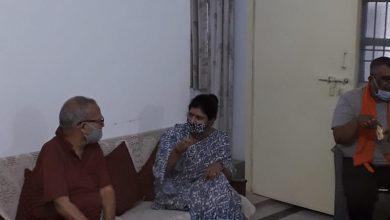 Photo of धीरज सिंह से मिलीं मंत्री स्वाति सिंह