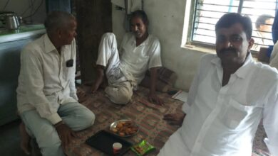 Photo of बुजुर्ग कांग्रेसी नेता से मिलने पहुंचे सुनील दुबे