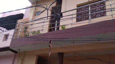 Photo of वाह रे बिजली विभाग! पहले कई शिकायतों के बाद टूटे तारों को जोड़ा फिर दुर्घटना के लिए खुला छोड़ दिया